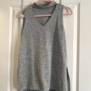 Tops - 💕EXCELLENT CONDITION💕 V Neck Sleeveless Top